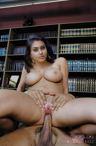 Namitha Kapoor South Actress Nude Enjoying Fucking in her Pussy [Fake]